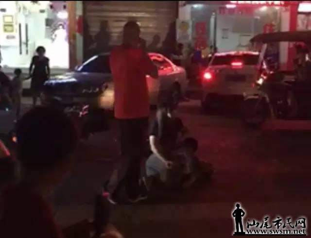 汕尾市民网-深圳美食街一美食被撞飞,躺在路上老人海城坂田花城图片